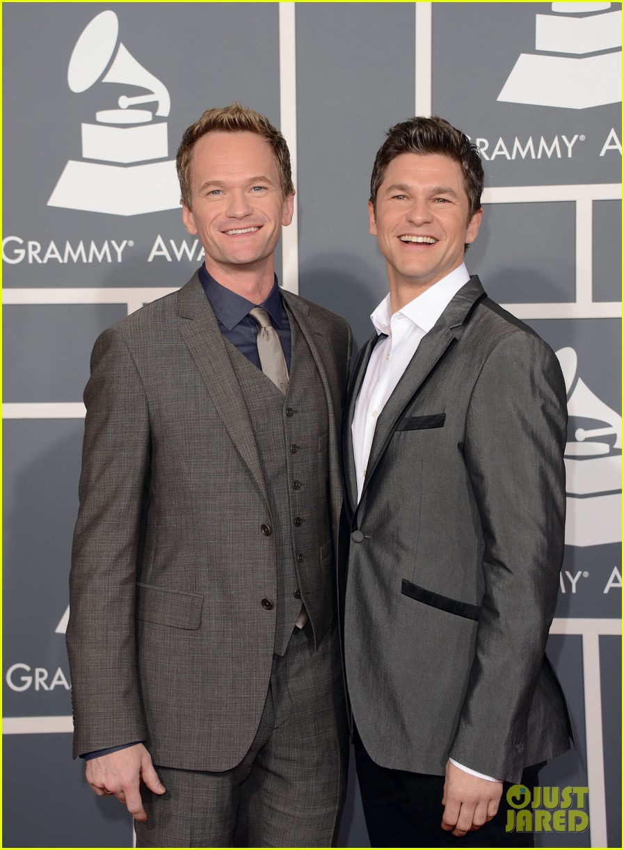 neil patrick harris grammys 2013 red carpet with david burtka 01