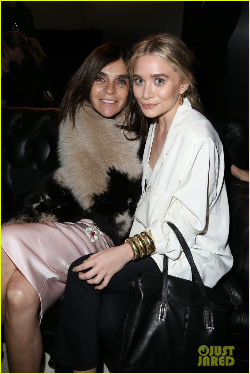 ashley olsen hm paris fashion show 022822328