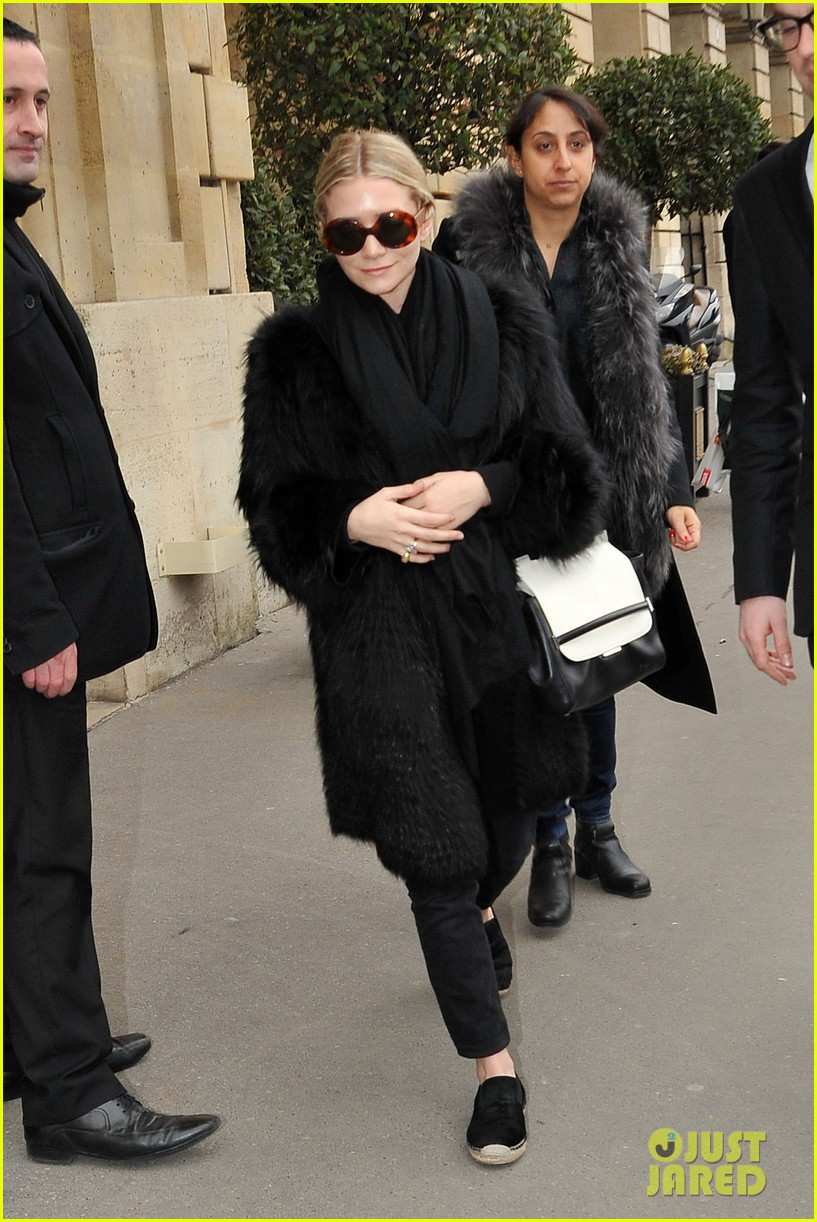 ashley olsen hm paris fashion show 03