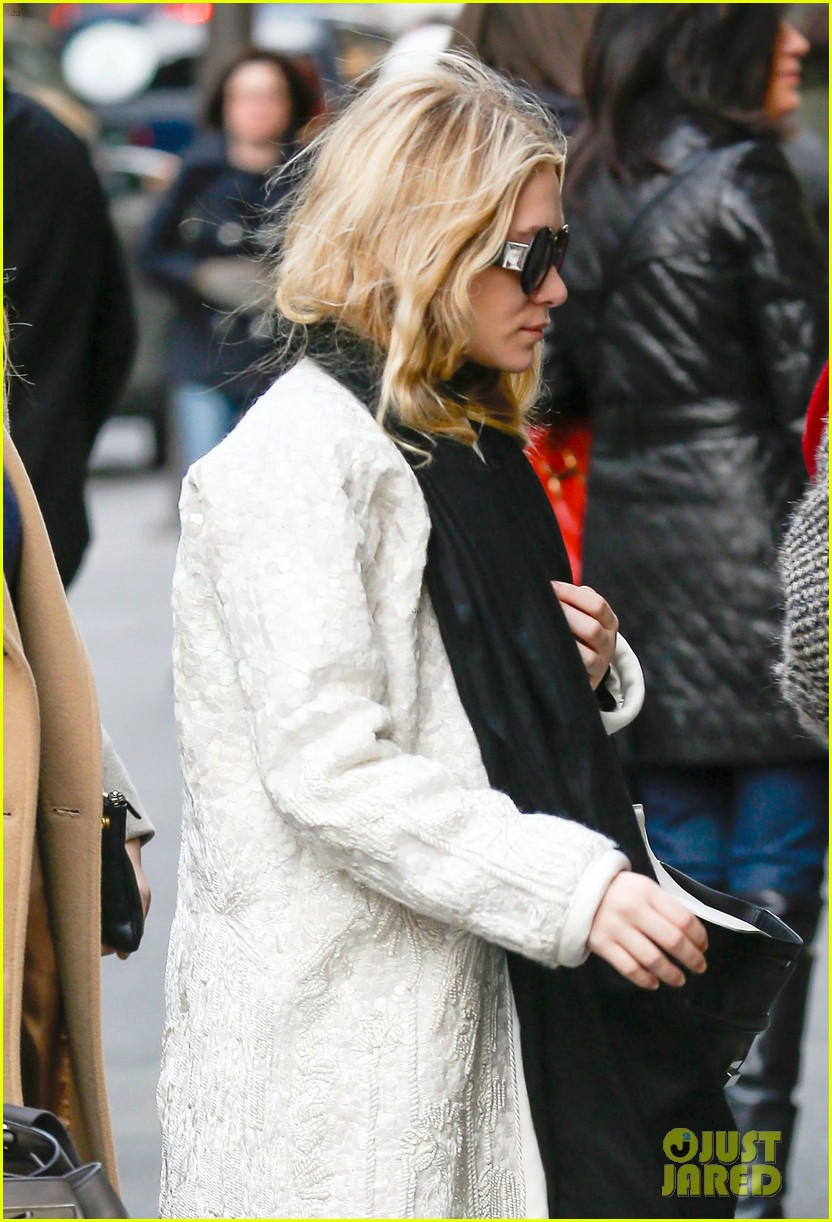 mary kate ashley olsen separate nyc outings 05