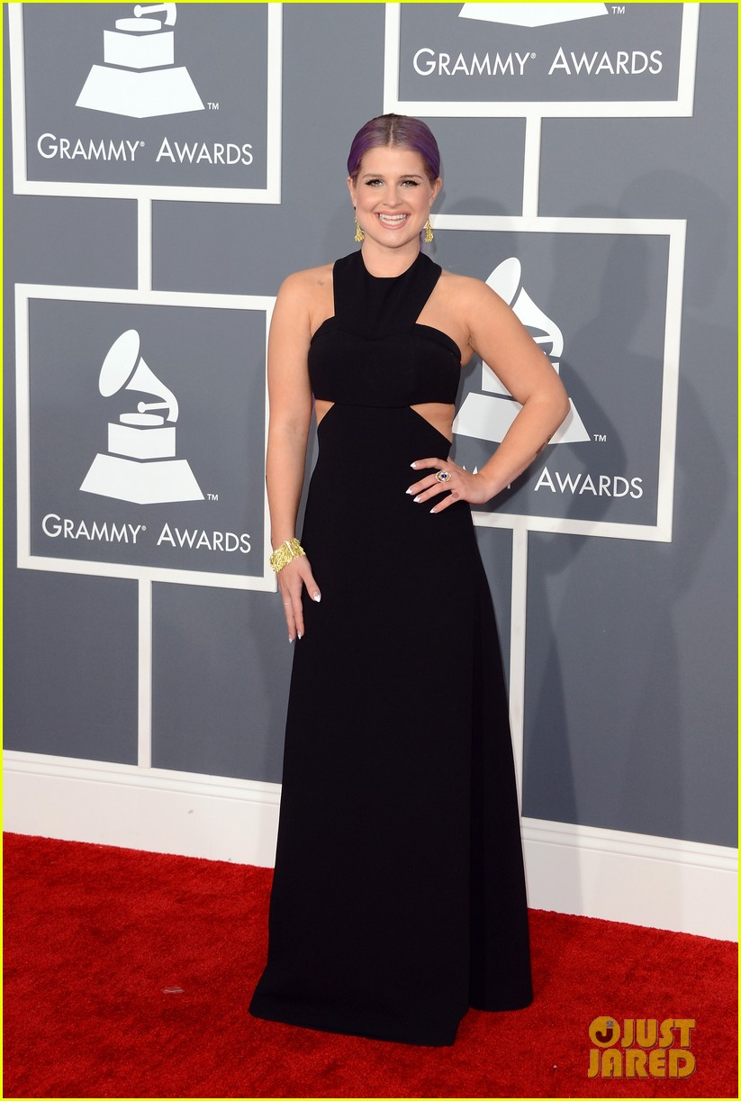 kelly osbourne grammys 2013 red carpet 01
