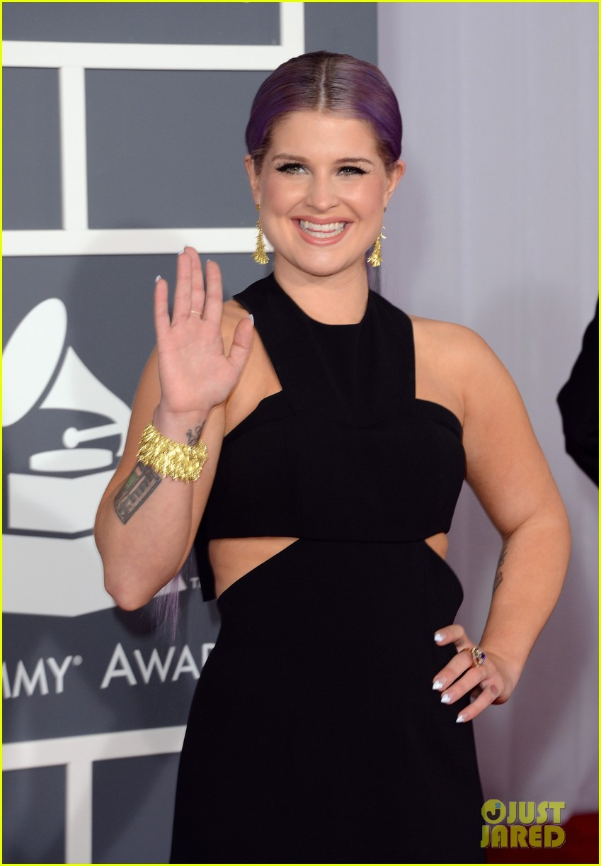 kelly osbourne grammys 2013 red carpet 04