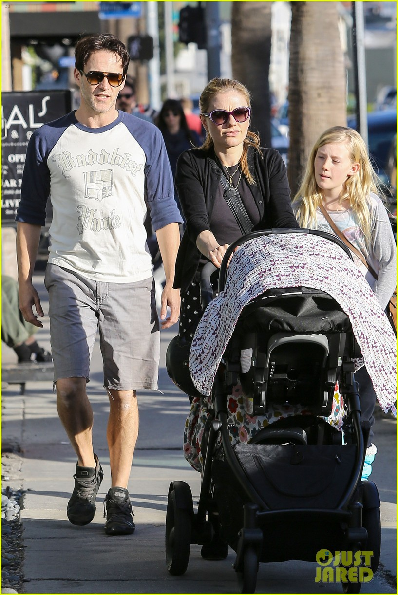 anna paquin shopping with one of her twins 03