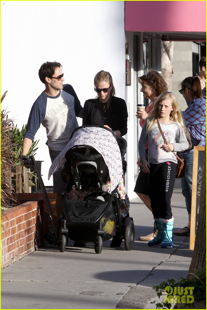 anna paquin shopping with one of her twins 09