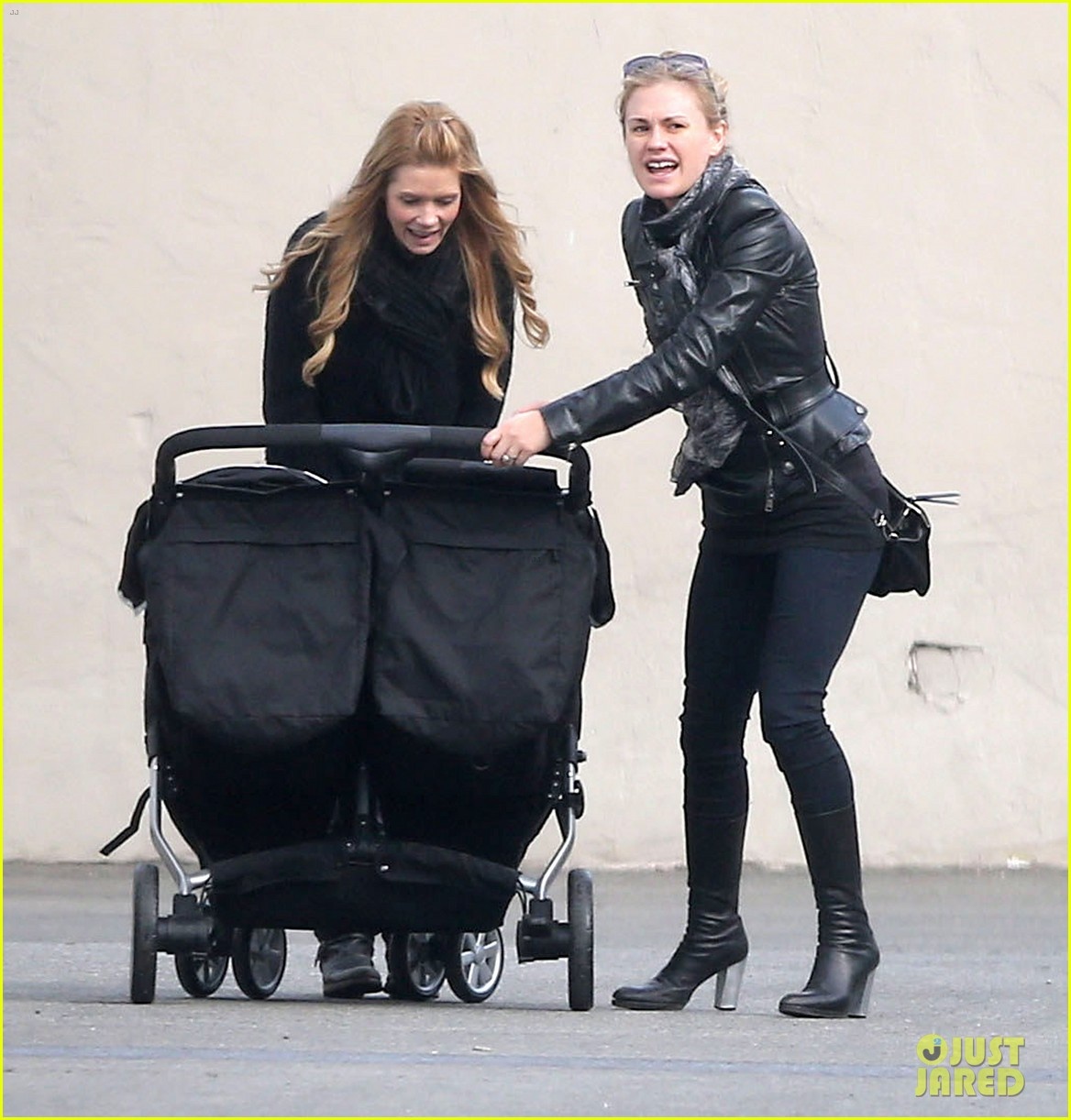 anna paquin shopping with one of her twins 22