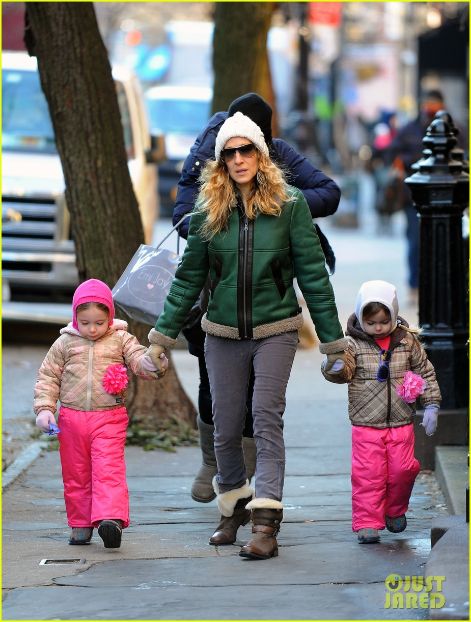 sarah jessica parker bundled up in the big apple 092805121