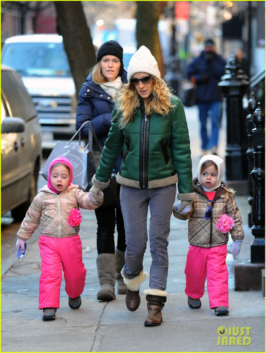 sarah jessica parker bundled up in the big apple 102805122