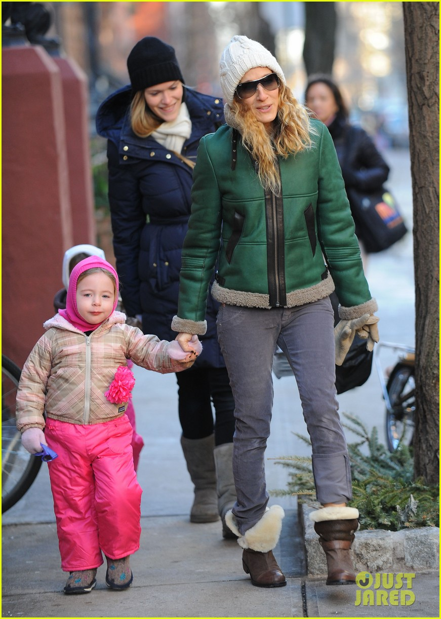 sarah jessica parker bundled up in the big apple 14