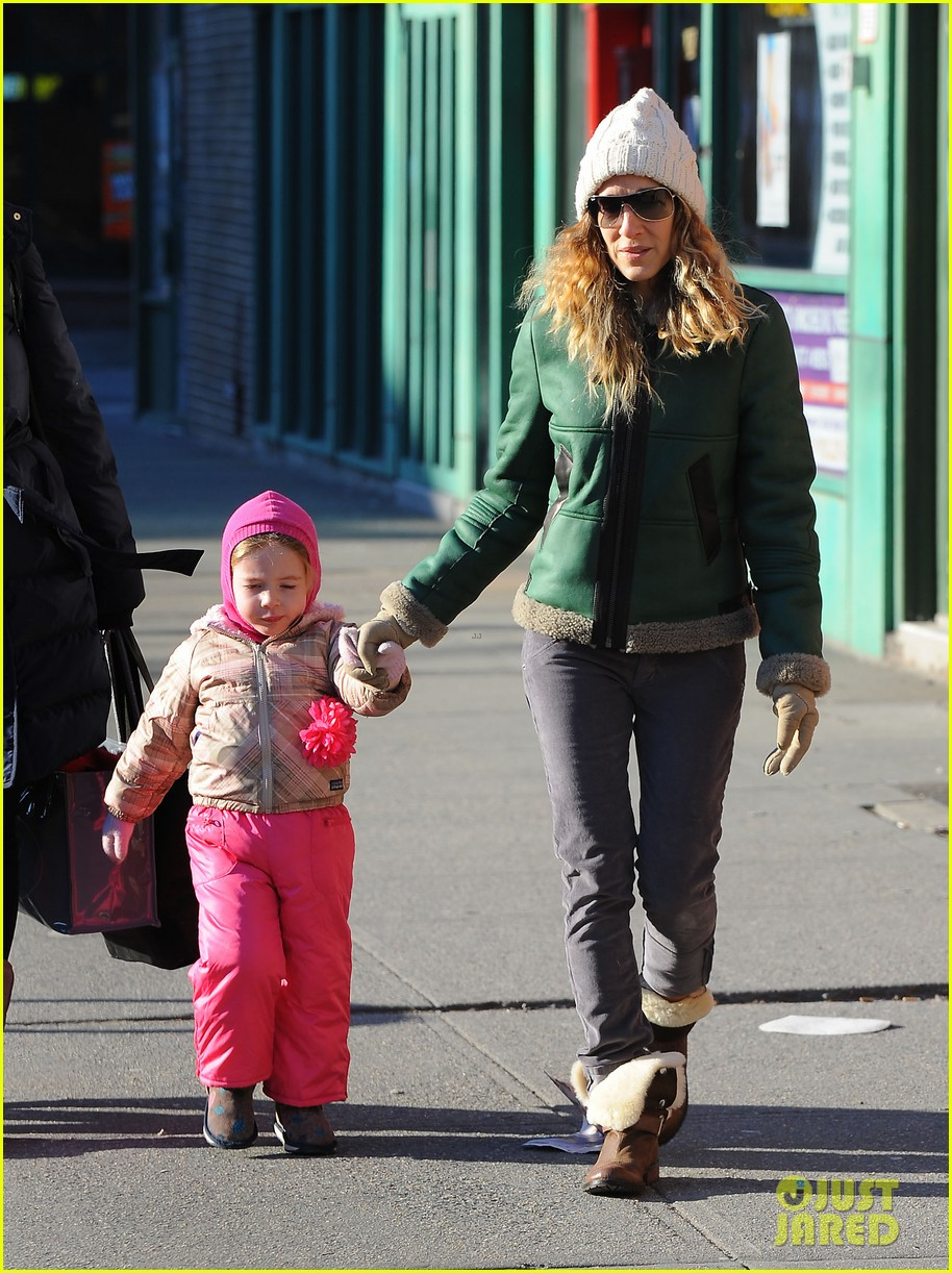 sarah jessica parker bundled up in the big apple 20