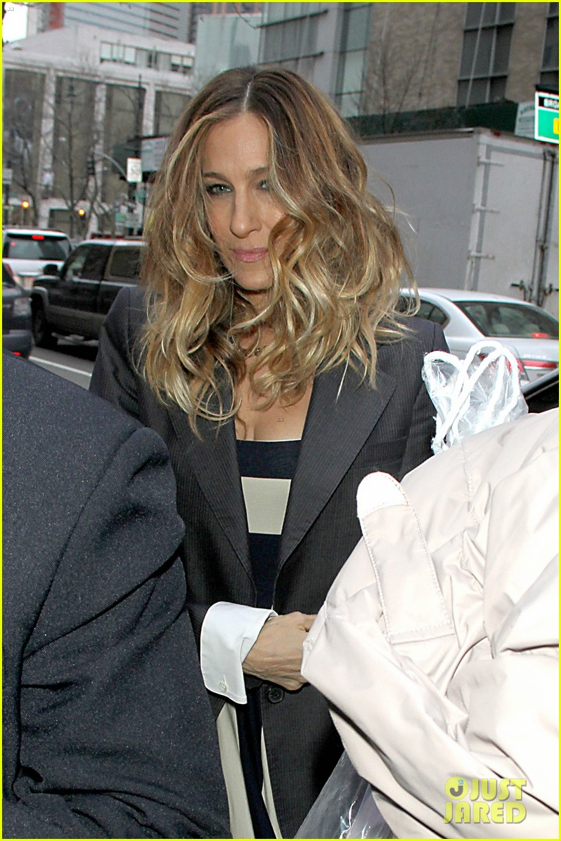 sarah jessica parker bundled up in the big apple 30