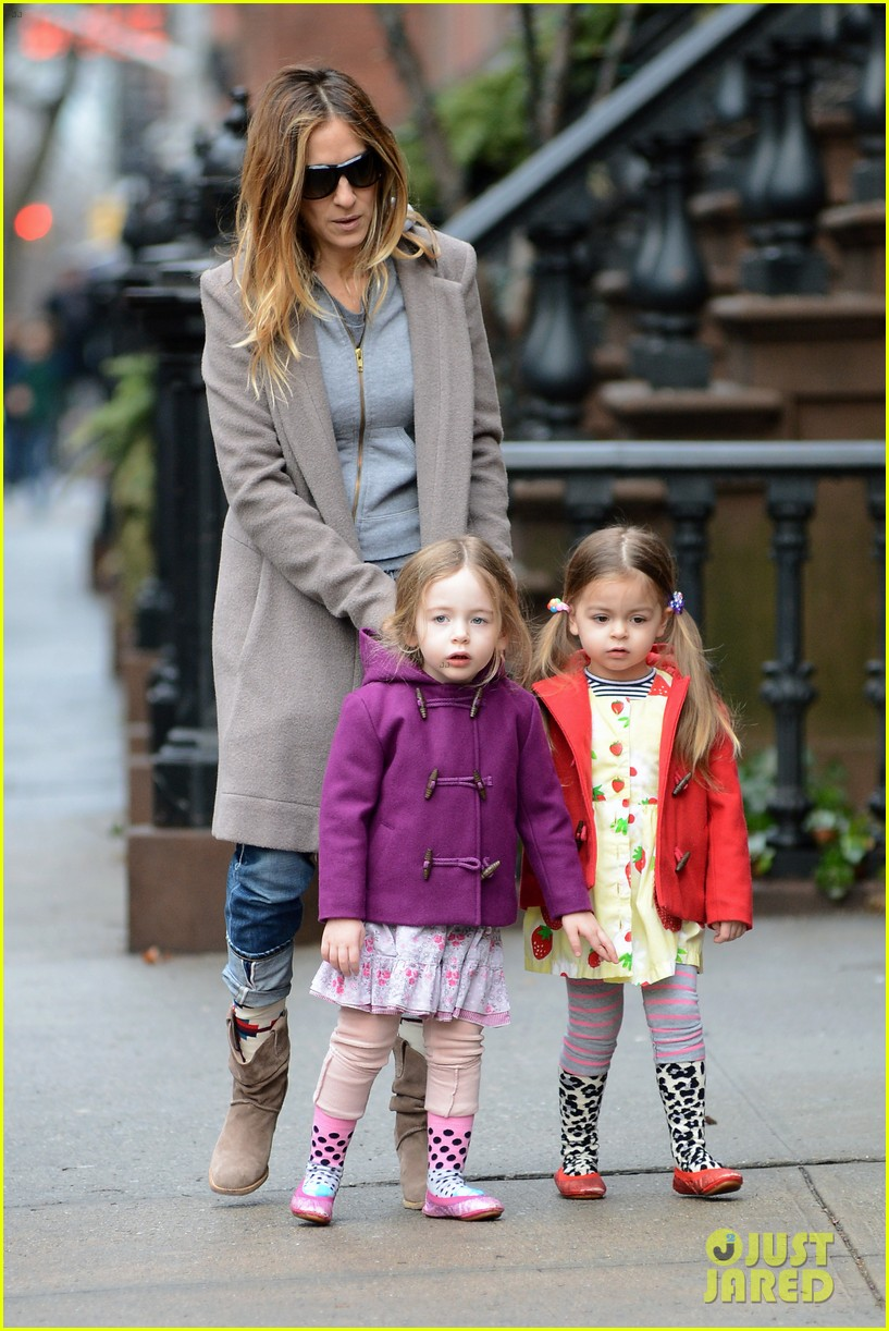 sarah jessica parker morning walk with the twins 01