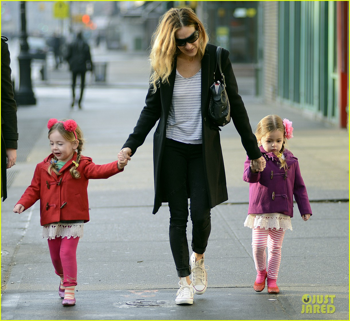 sarah jessica parker morning walk with the twins 03