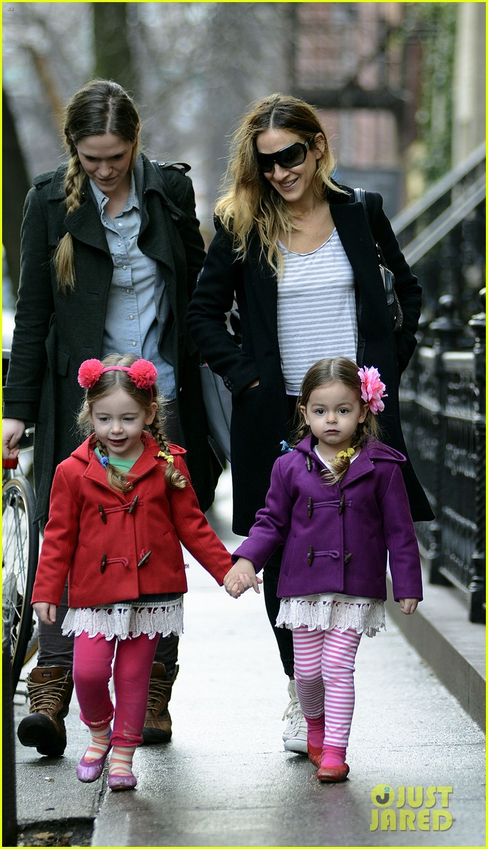 sarah jessica parker morning walk with the twins 062802209