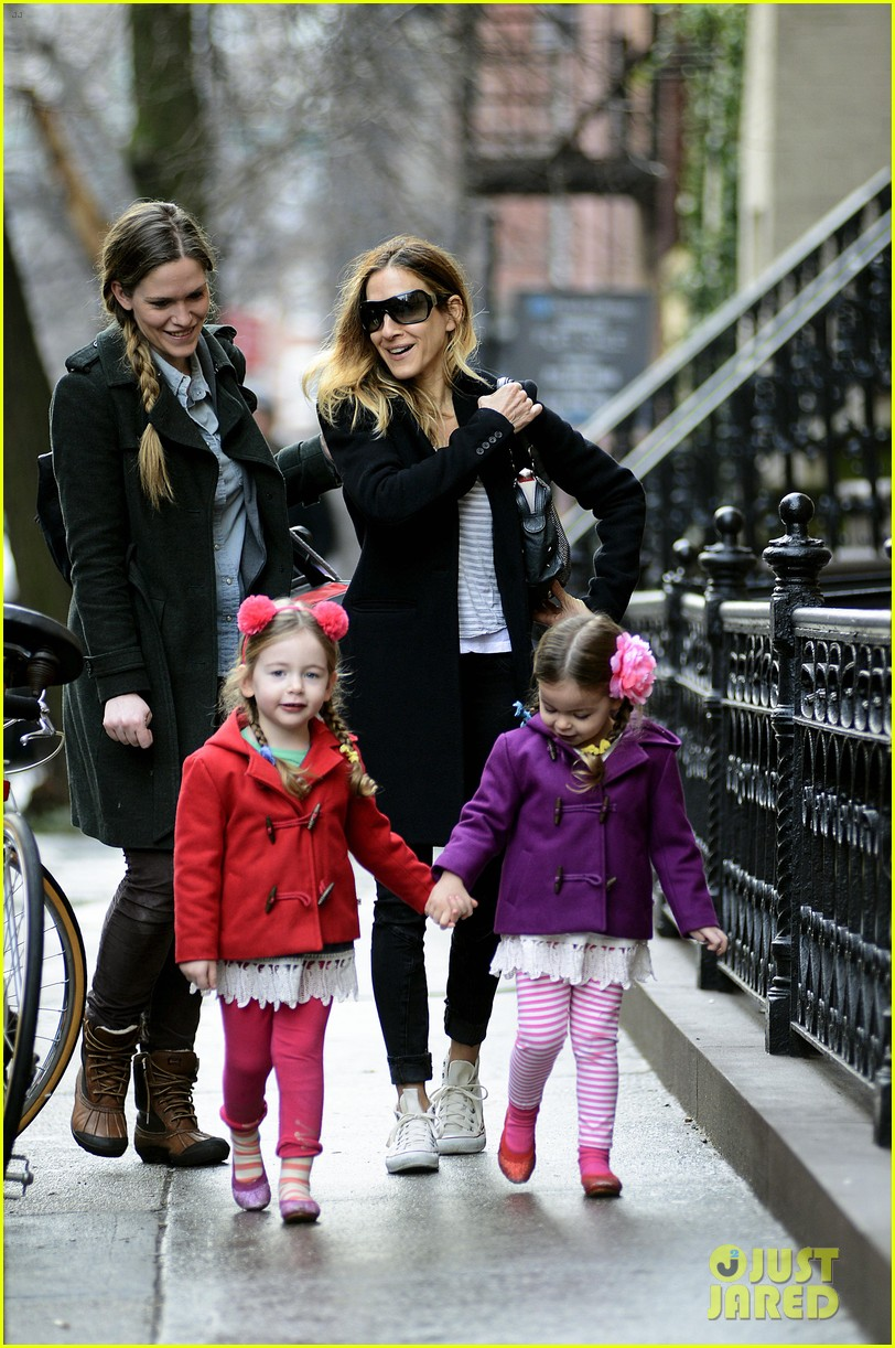 sarah jessica parker morning walk with the twins 07
