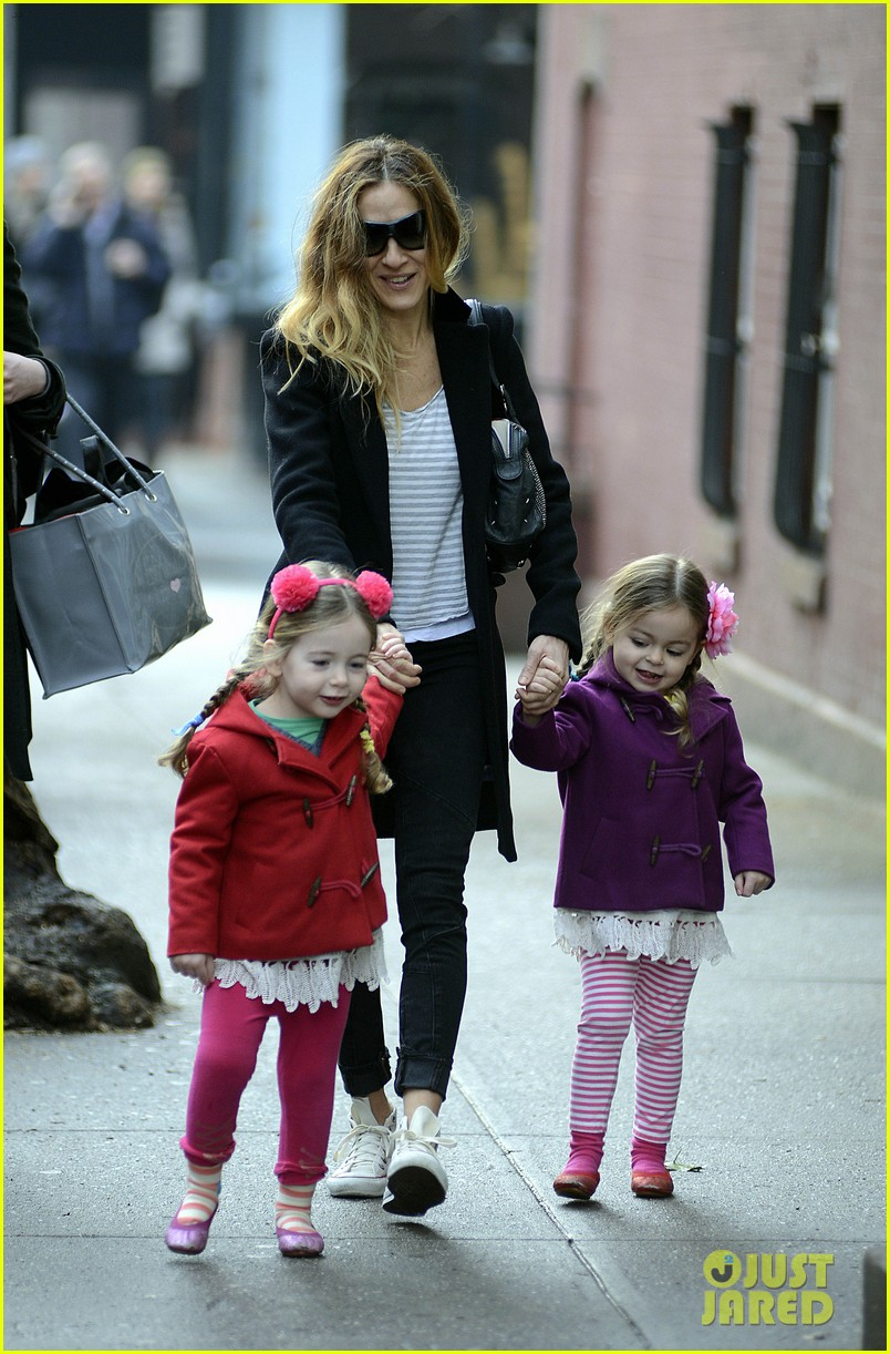 sarah jessica parker morning walk with the twins 08