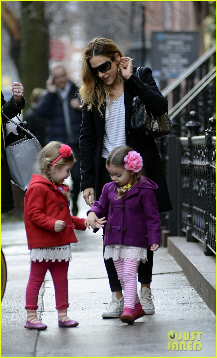 sarah jessica parker morning walk with the twins 09