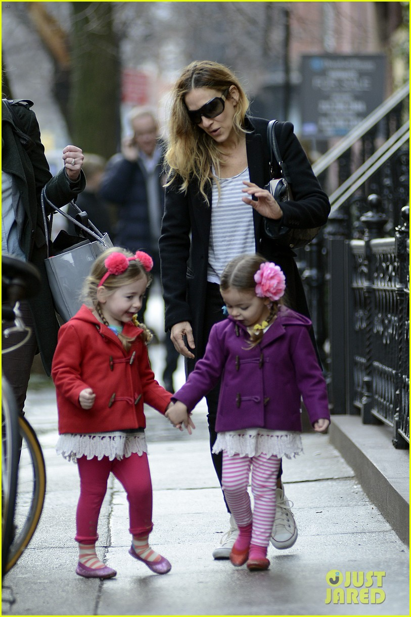 sarah jessica parker morning walk with the twins 10