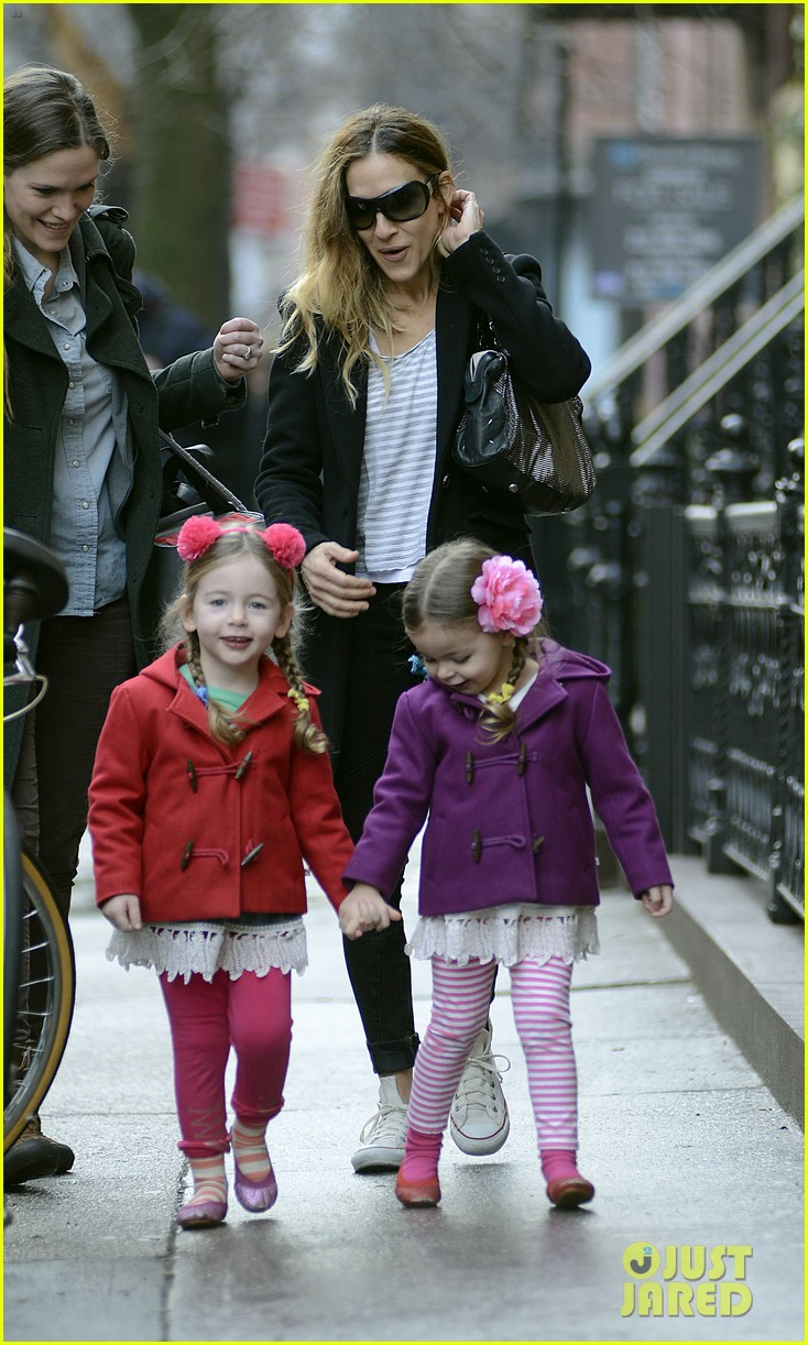 sarah jessica parker morning walk with the twins 11