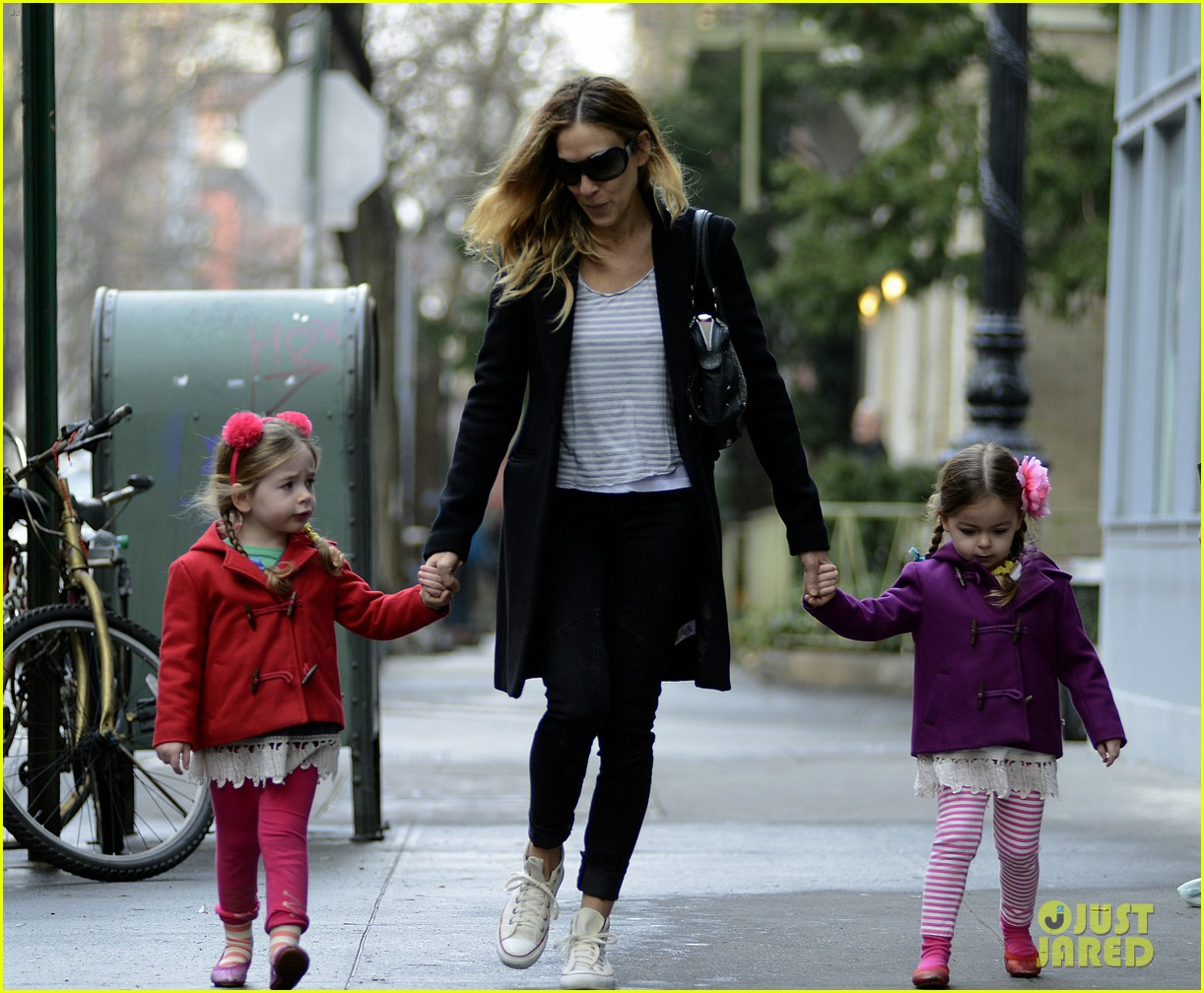 sarah jessica parker morning walk with the twins 12