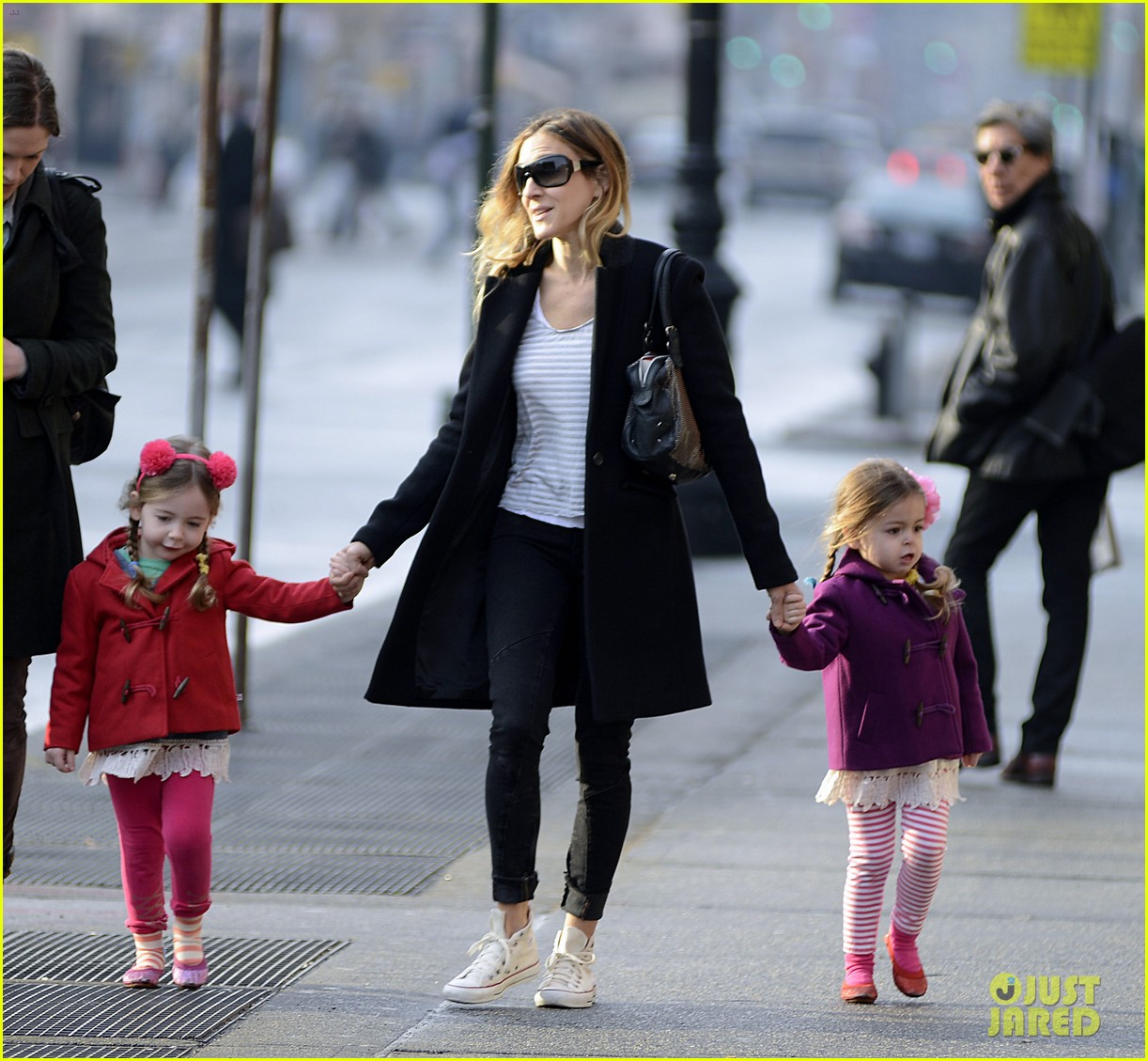 sarah jessica parker morning walk with the twins 13