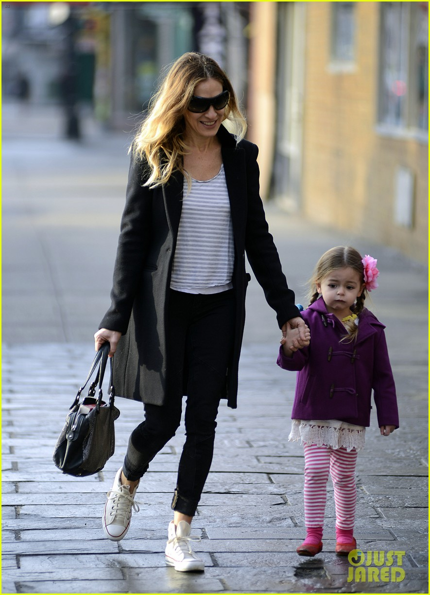 sarah jessica parker morning walk with the twins 14