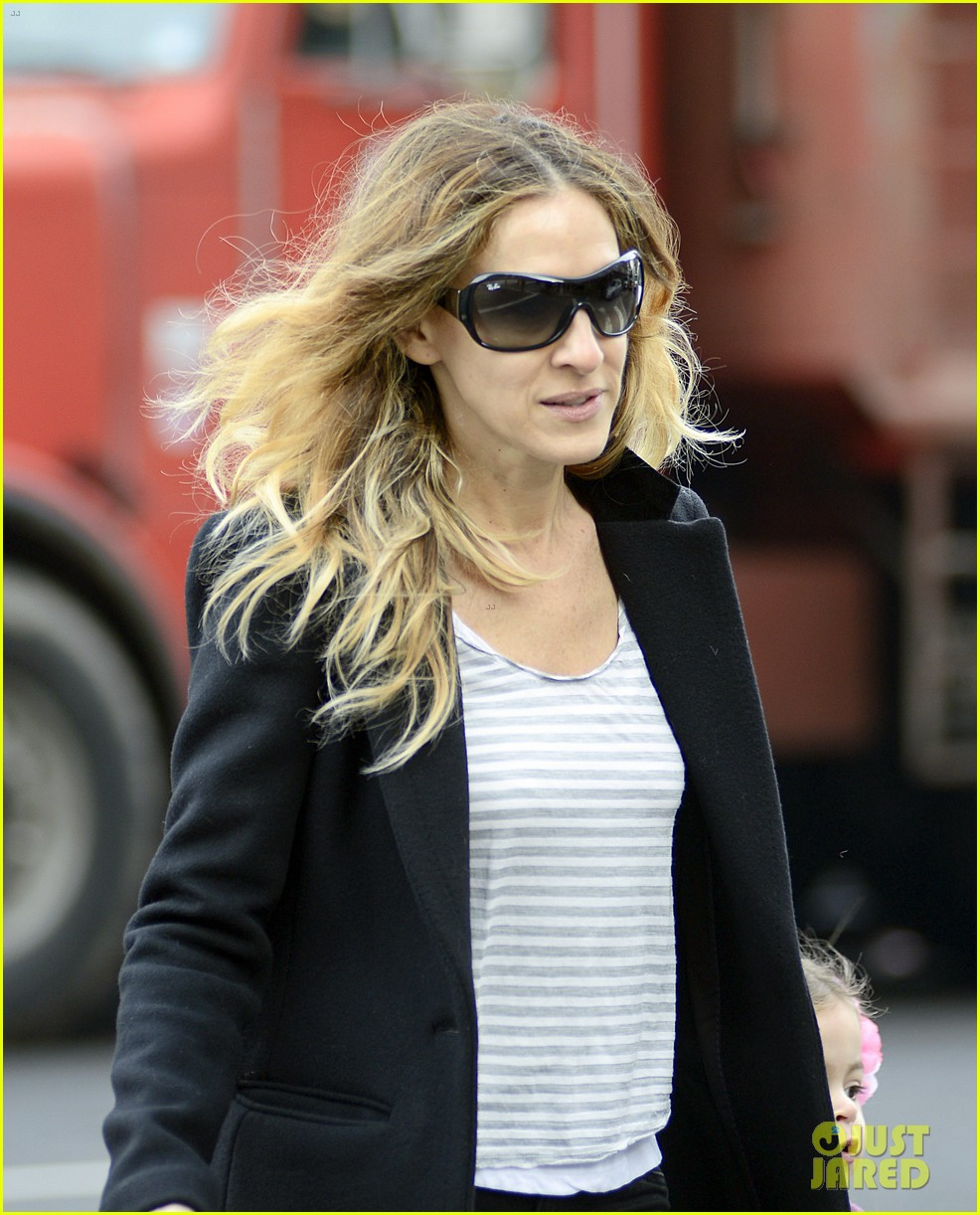 sarah jessica parker morning walk with the twins 17