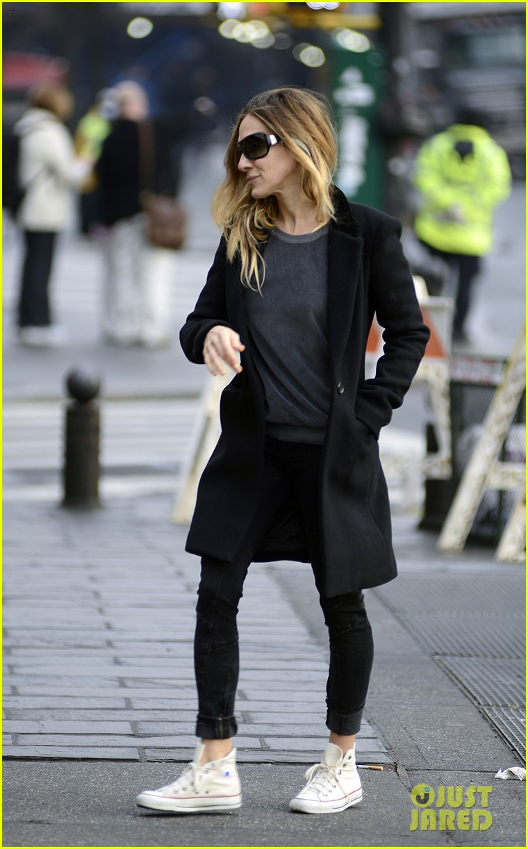 sarah jessica parker morning walk with the twins 19