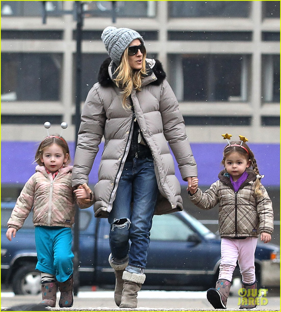 sarah jessica parker morning walk with the twins 22