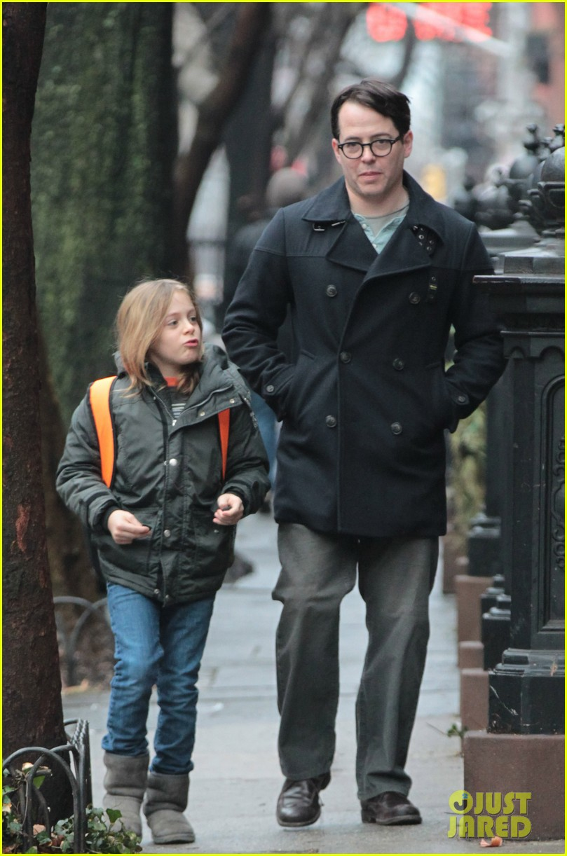 sarah jessica parker morning walk with the twins 24