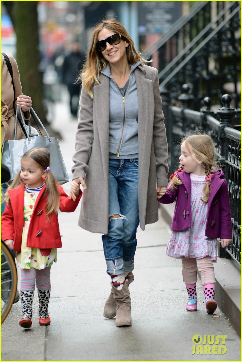 sarah jessica parker morning walk with the twins 35