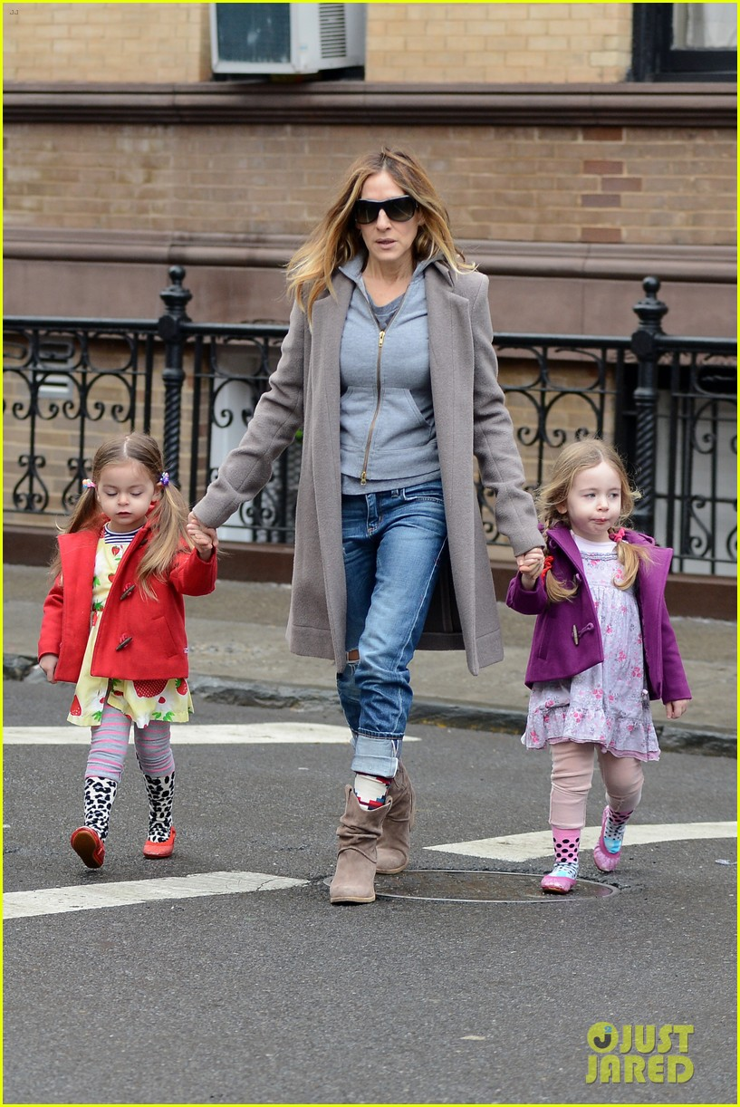 sarah jessica parker morning walk with the twins 36