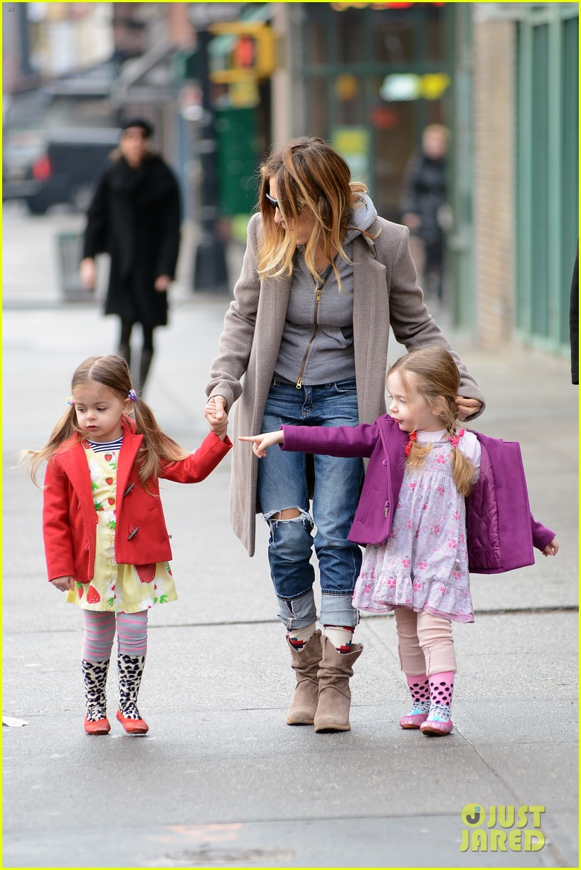 sarah jessica parker morning walk with the twins 382802241