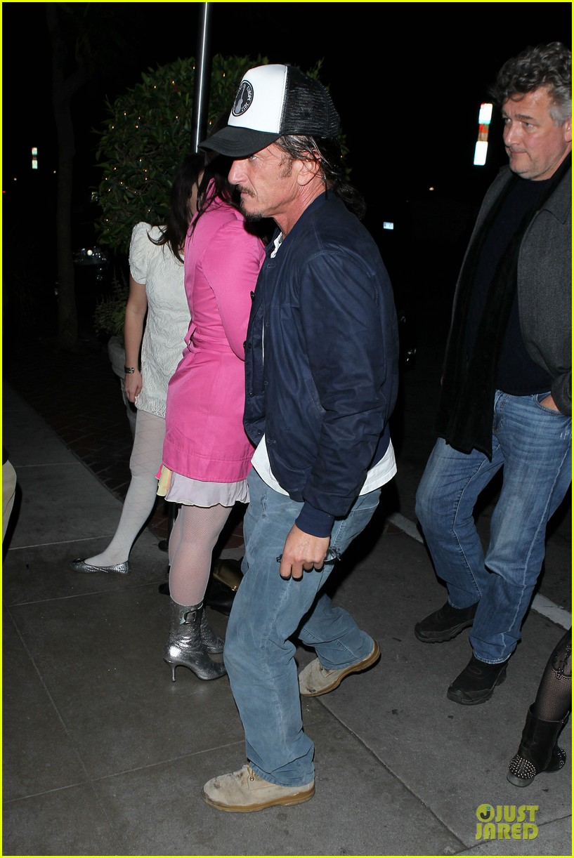 sean penn pre grammy party in west hollywood 012810444