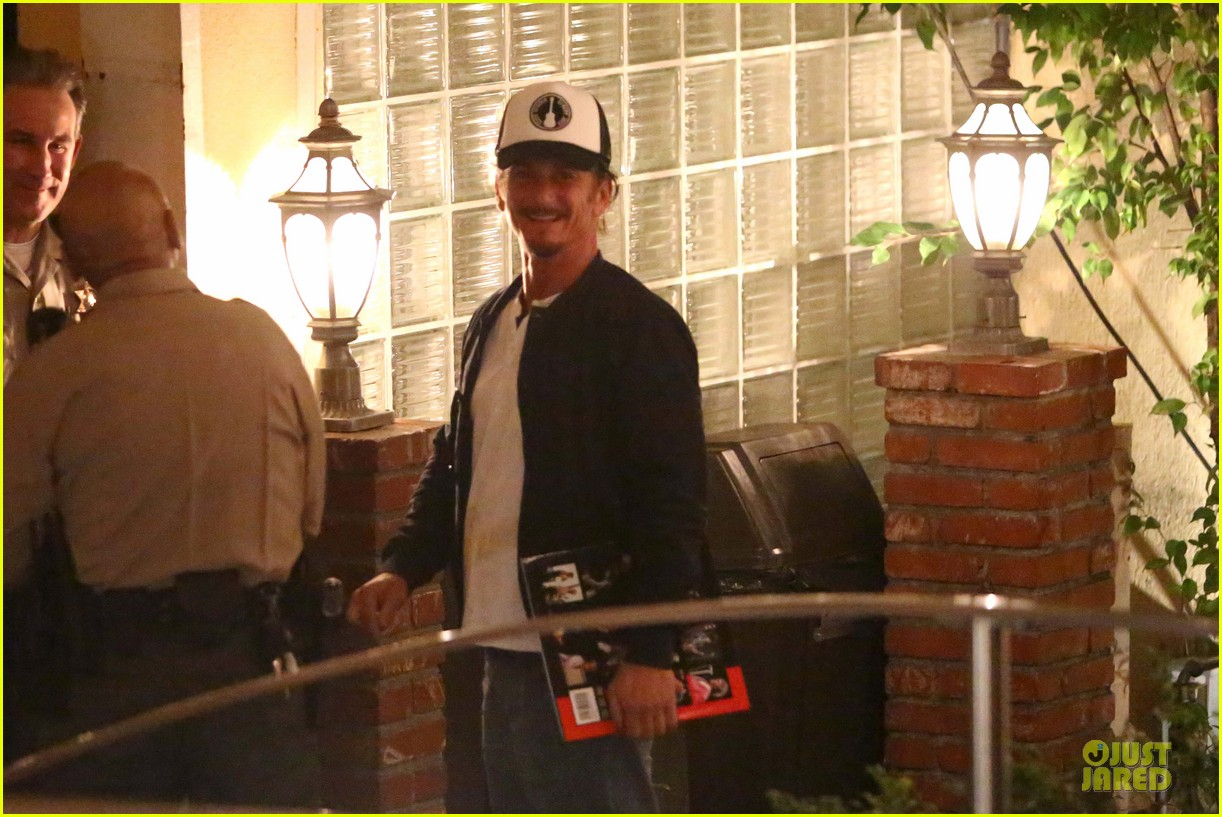 sean penn pre grammy party in west hollywood 042810447