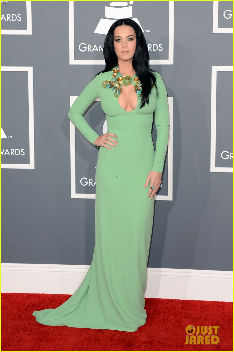 katy perry grammys 2013 red carpet 01