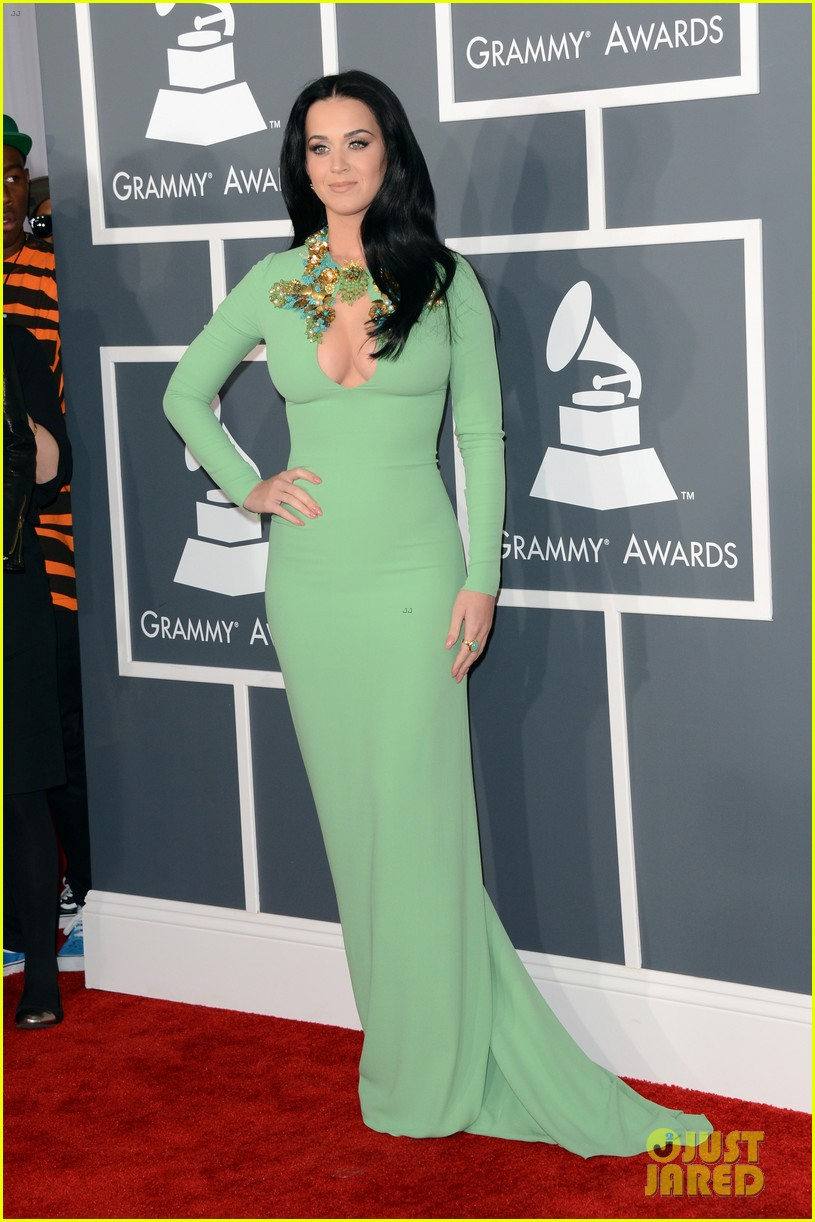katy perry grammys 2013 red carpet 08