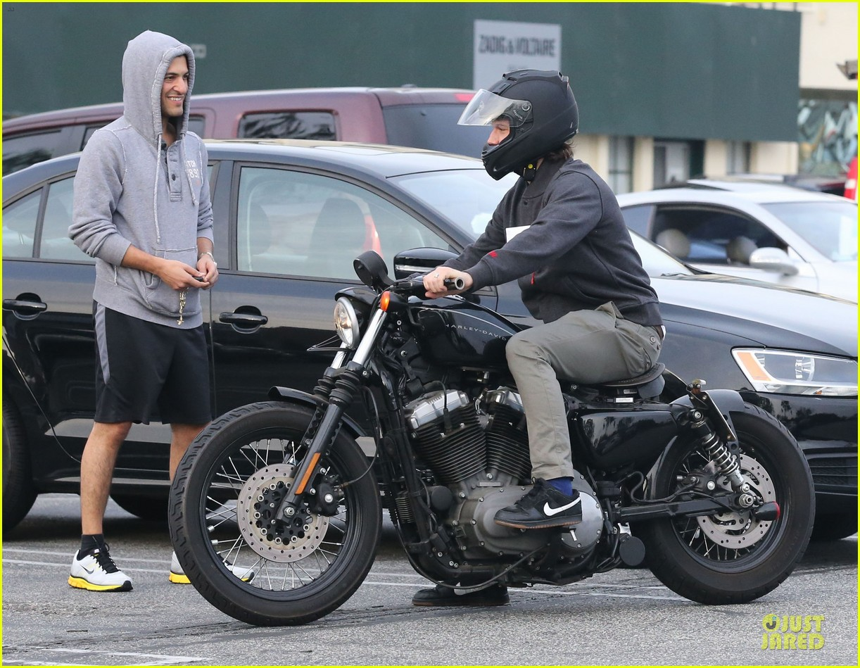 alex pettyfer motorcycle teaching friend 05