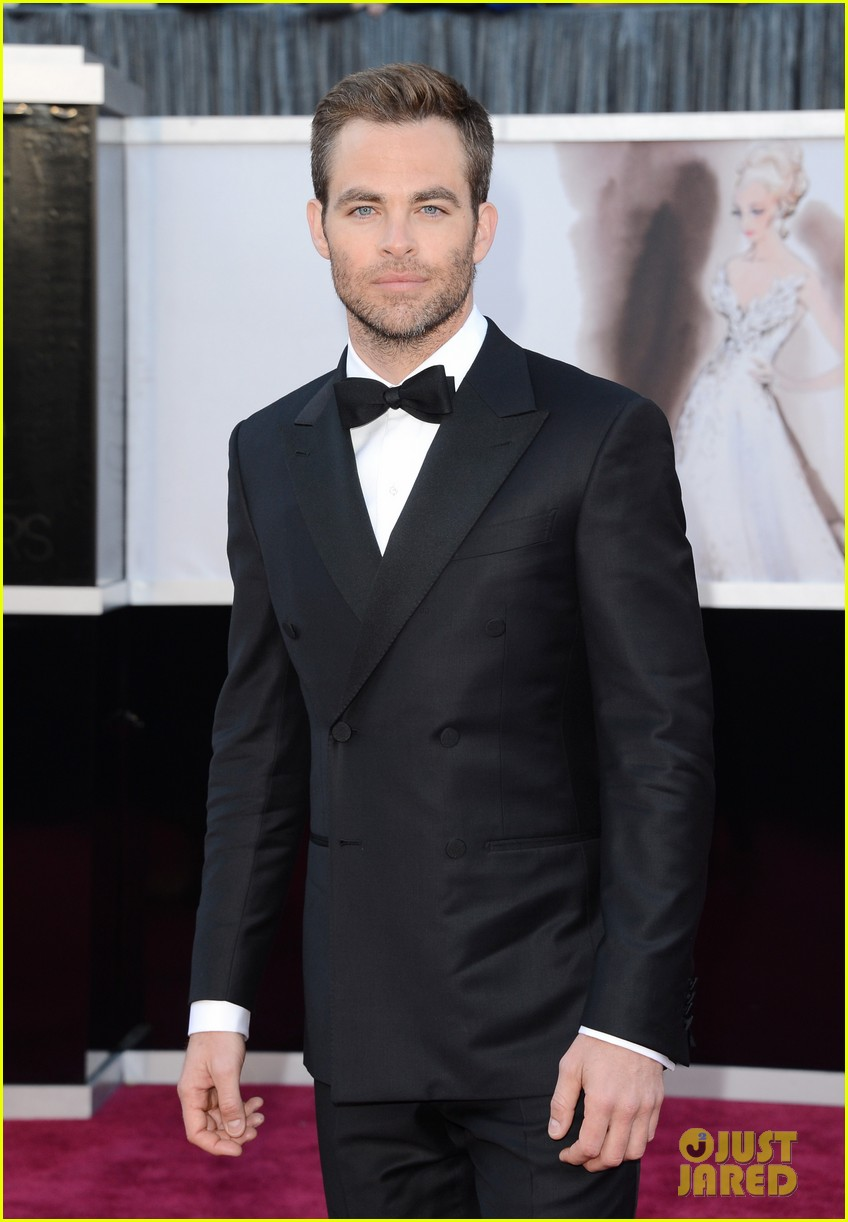 chris pine oscars 2013 red carpet 01