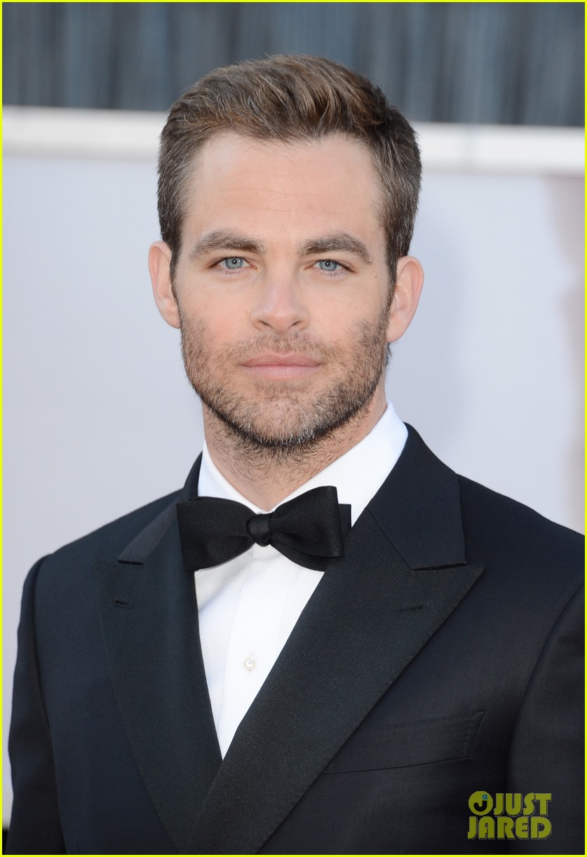chris pine oscars 2013 red carpet 02