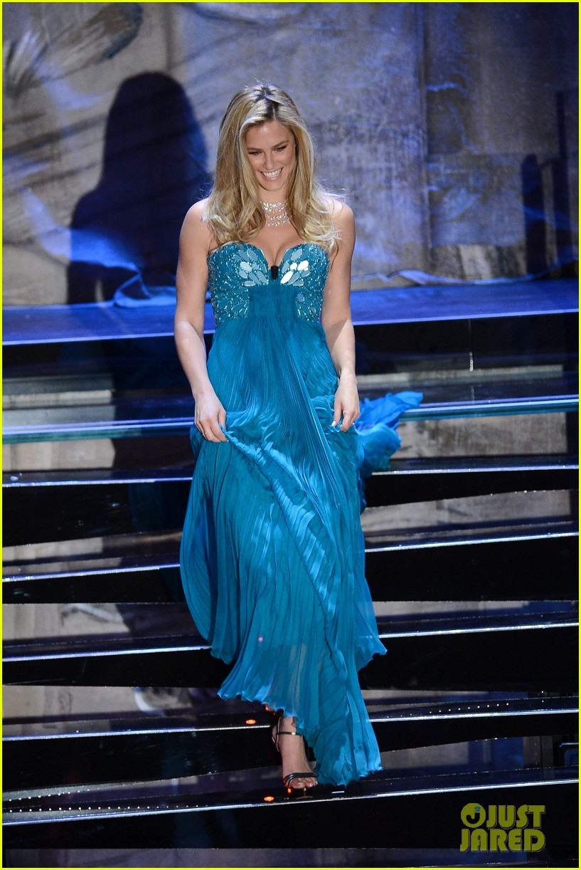 bar refaeli sanremo song festival show photo call 01