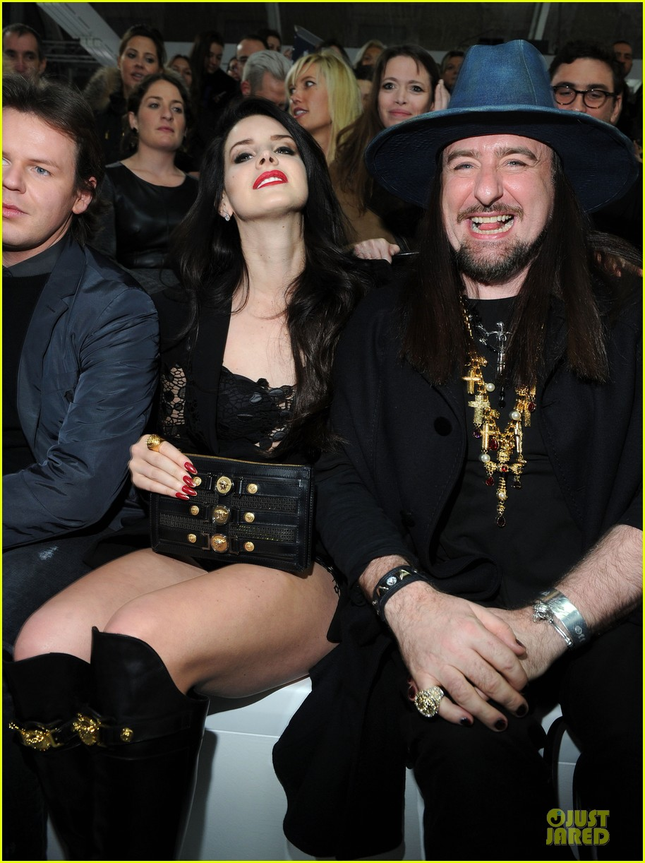 Full Sized Photo Of Lana Del Rey Janet Jackson Versace Fashion Show 11 Photo 2817522 Just Jared