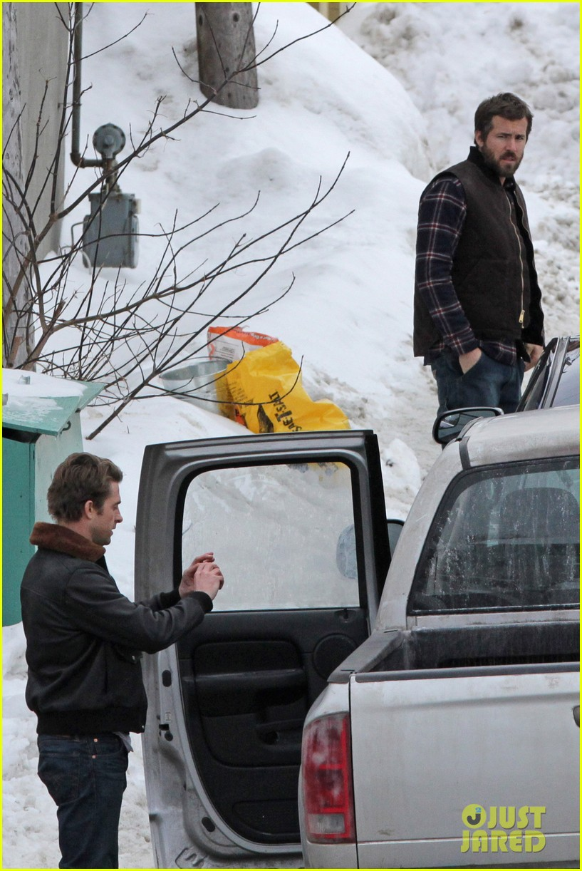 ryan reynolds punches scott speedman on queen of the night set 04