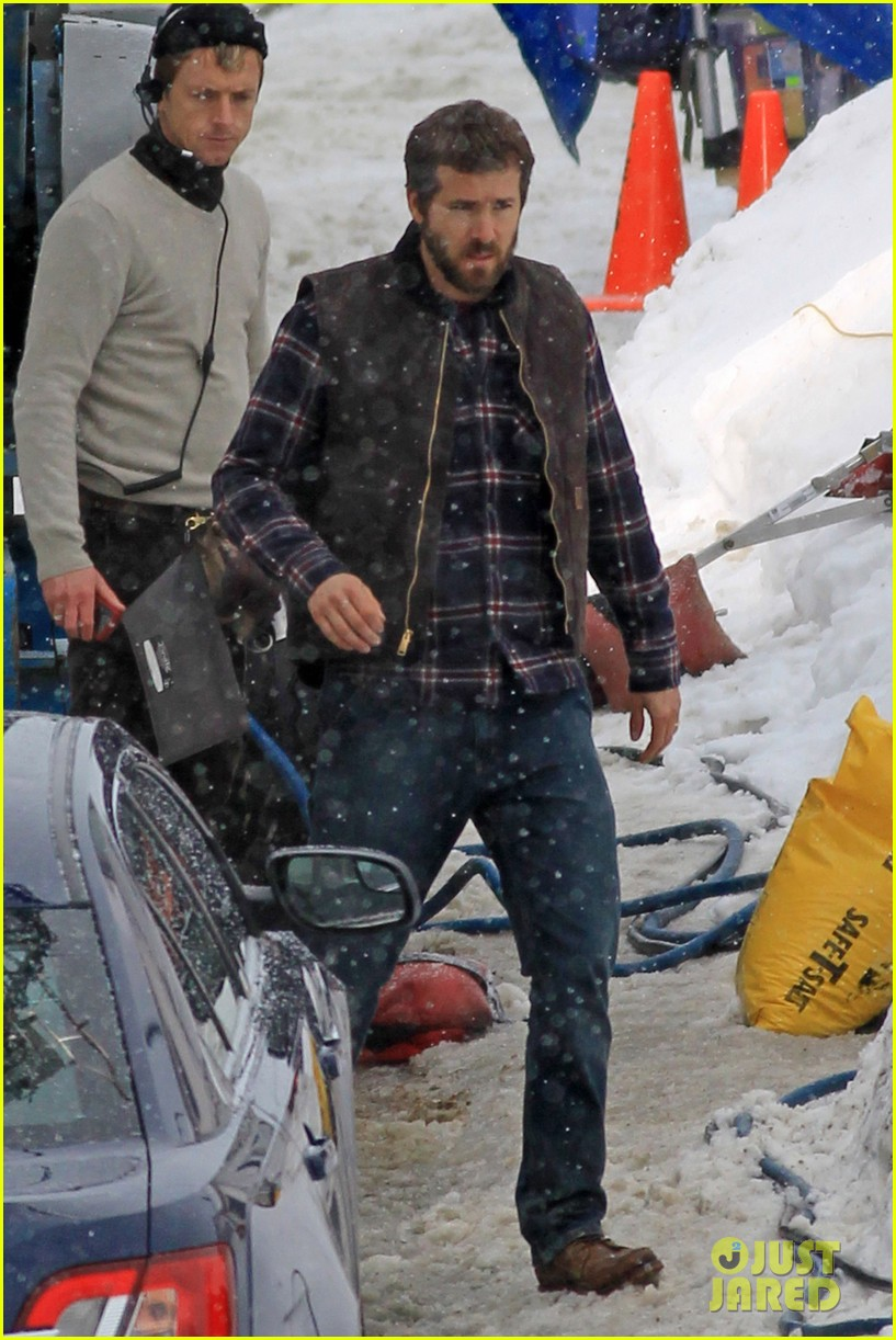ryan reynolds punches scott speedman on queen of the night set 11