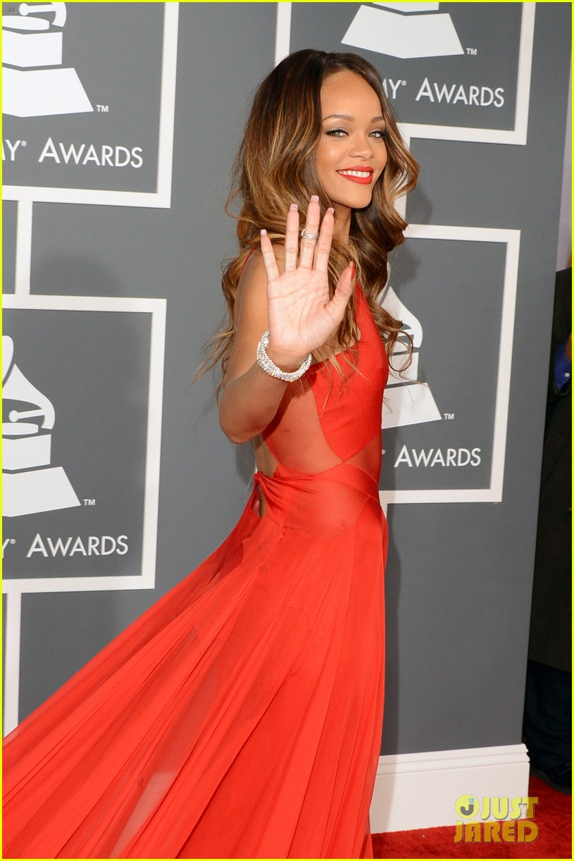 rihanna grammys 2013 red carpet 19