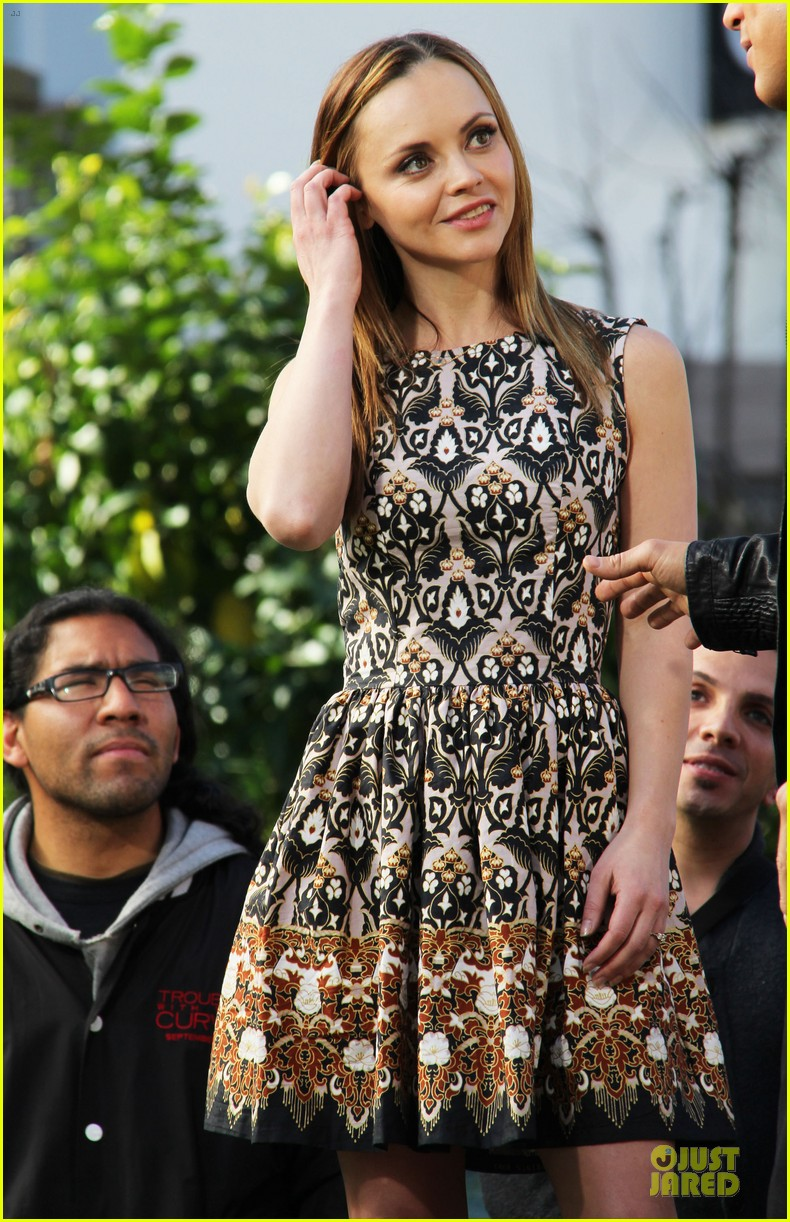 christina ricci engaged to james heerdegen see the ring 022802877