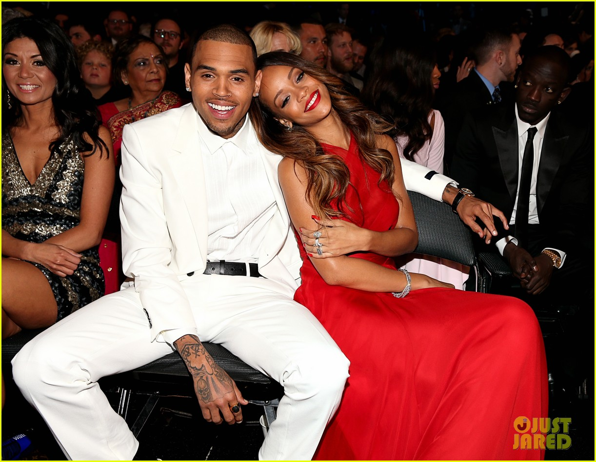 rihanna chris brown grammys 2013 seatmates pics 01
