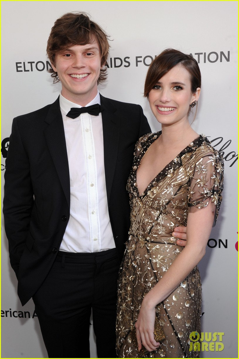emma roberts elton john oscars party with evan peters 04