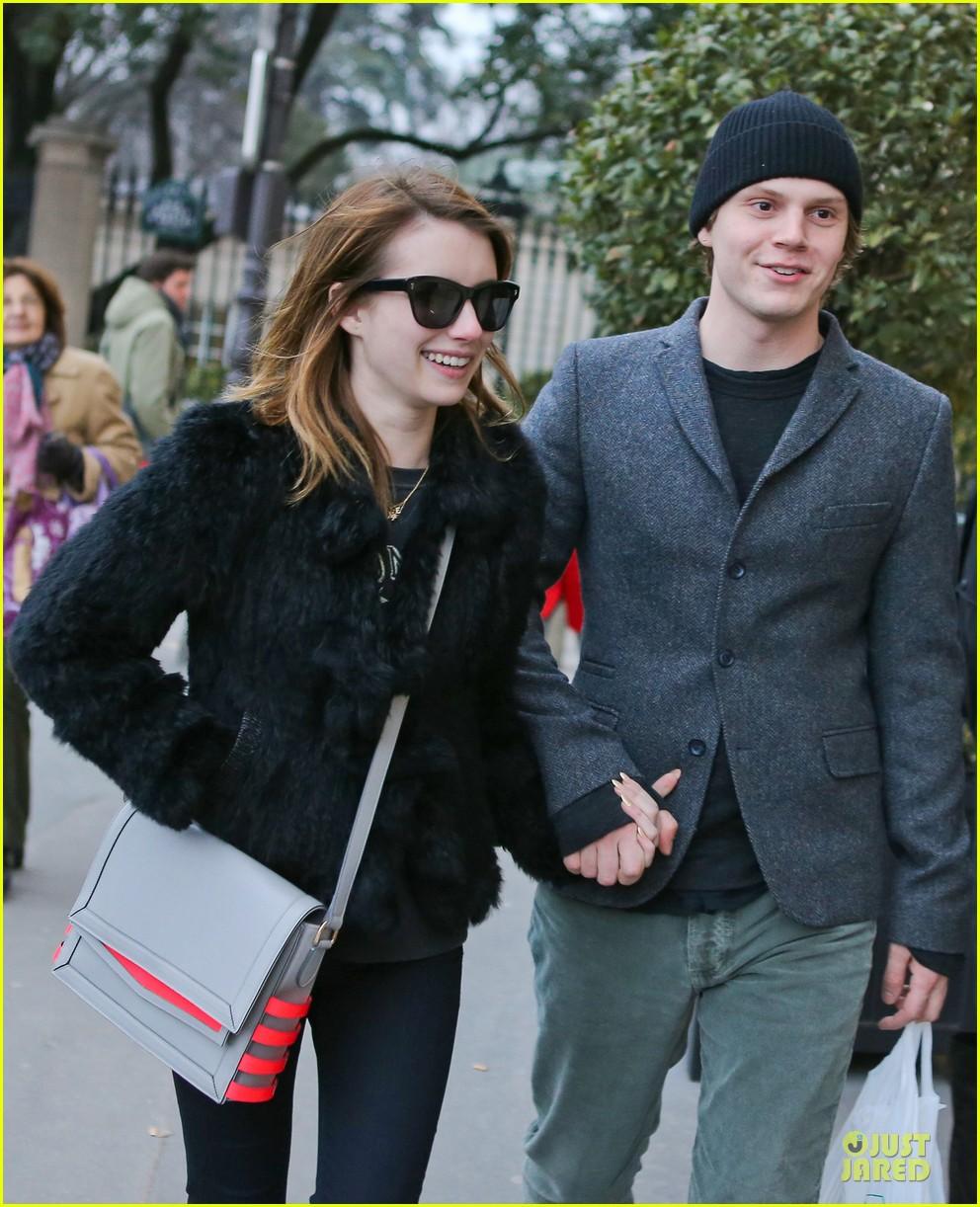 http://cdn02.cdn.justjared.com/wp-content/uploads/2013/02/roberts-paris/emma-roberts-evan-peters-paris-sightseeing-couple-10.jpg