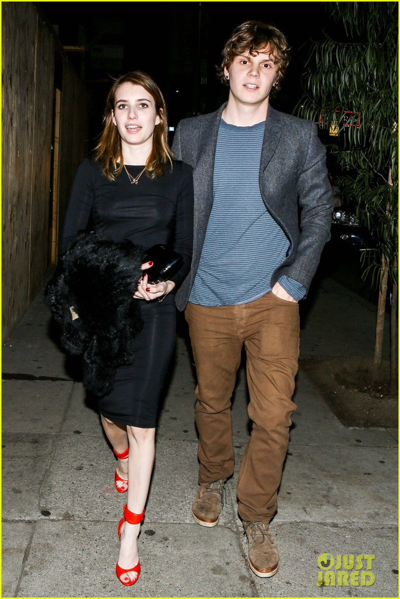 emma roberts evan peters valentines day date 01