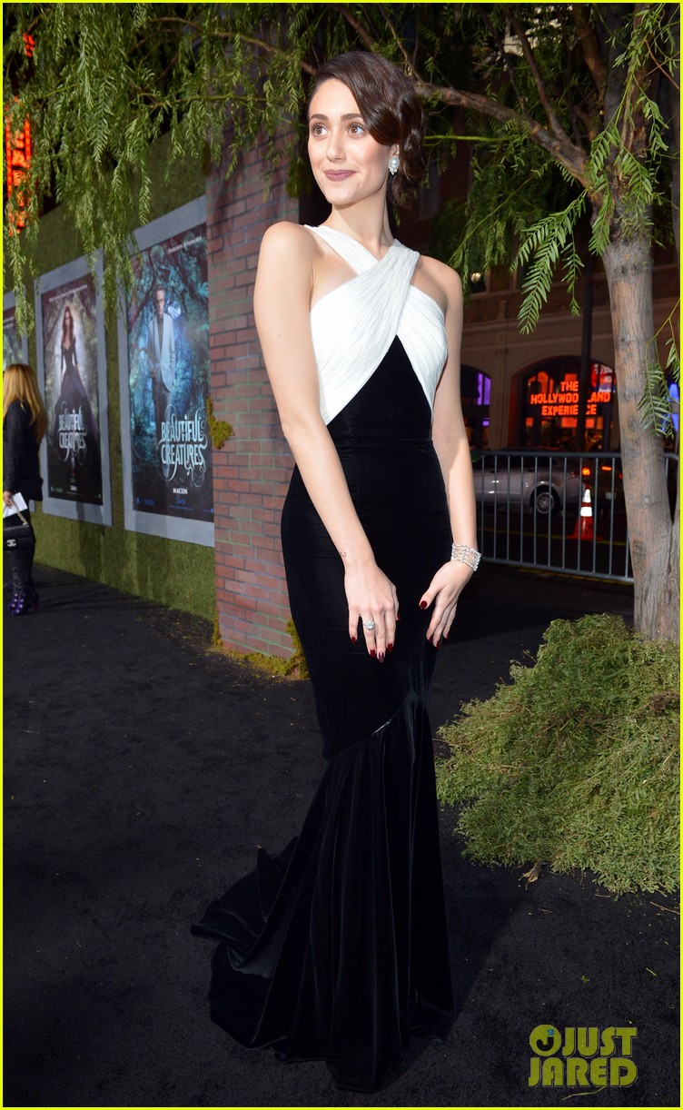 emmy rossum alice englert beautiful creatures premiere 17
